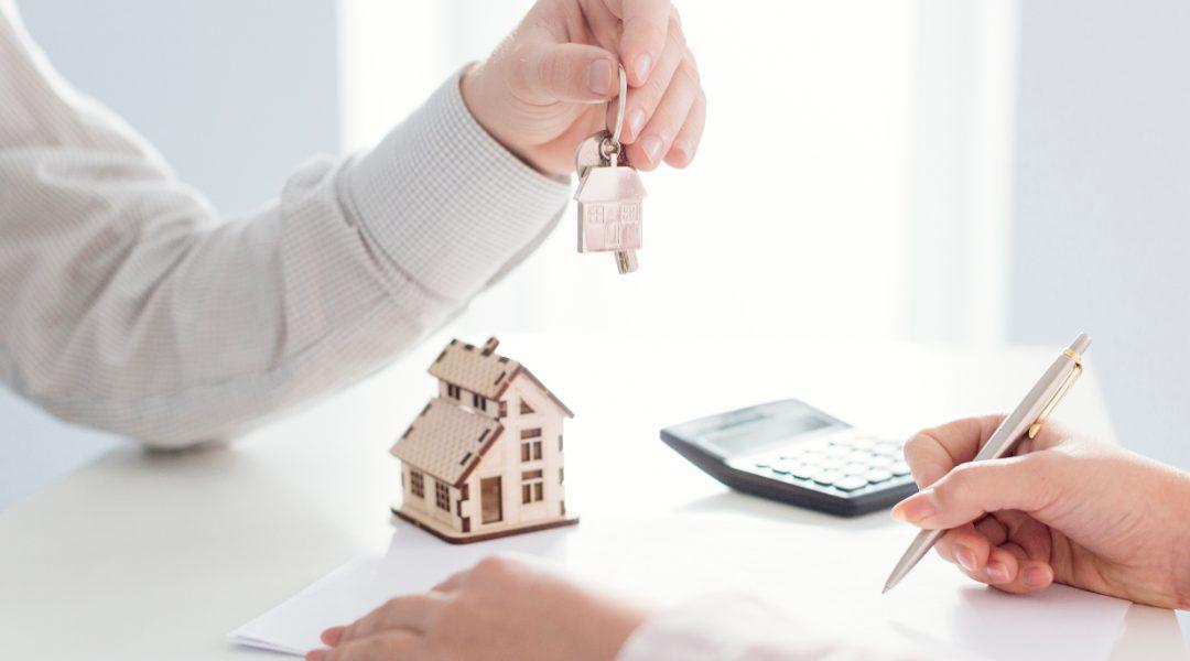 Čtvrtina Čechů má hypotéku, pětina splácí úvěr