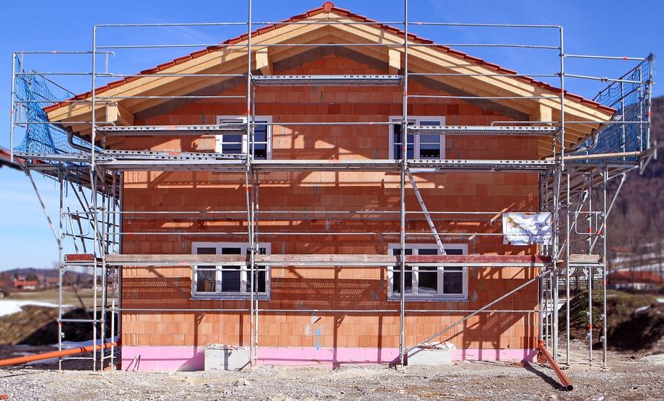 Hypotéky leckde nečekaně zlevnily